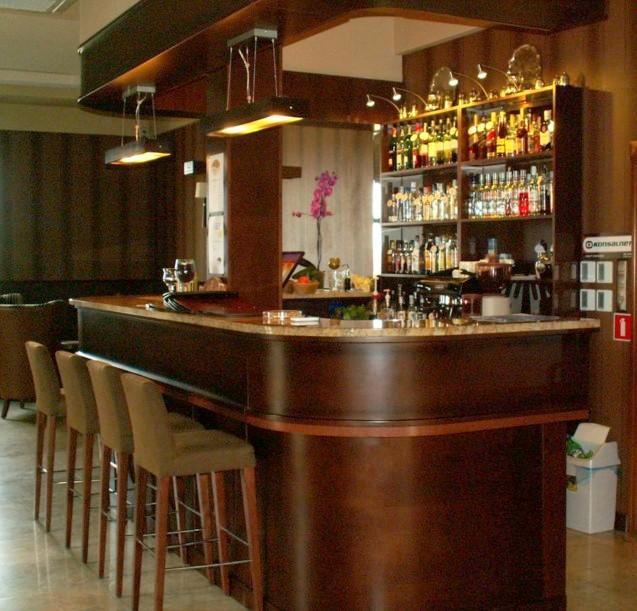 Mobili bar moderni arredo bar arredamenti bar bologna for Arredamento moderno bar