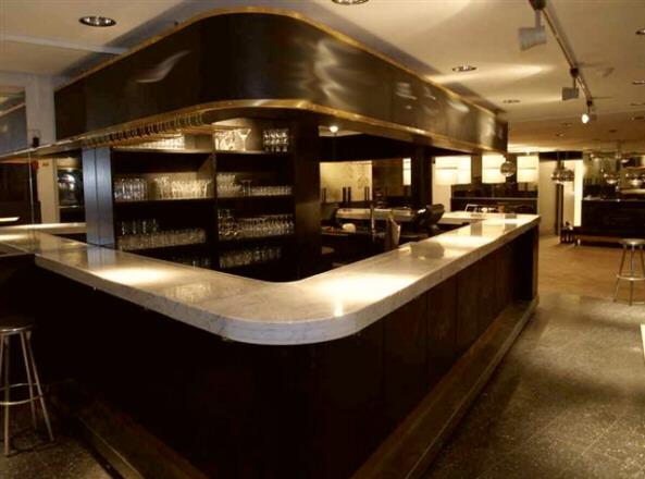 Arredamento moderno bar arredamento bar moderno white for Arredamento moderno bar