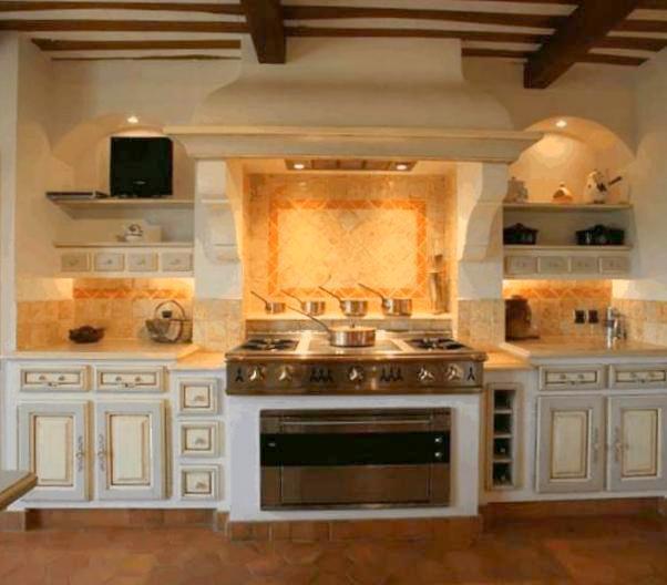 Cucina bianca casa montagna - Cucine di montagna arredamento ...