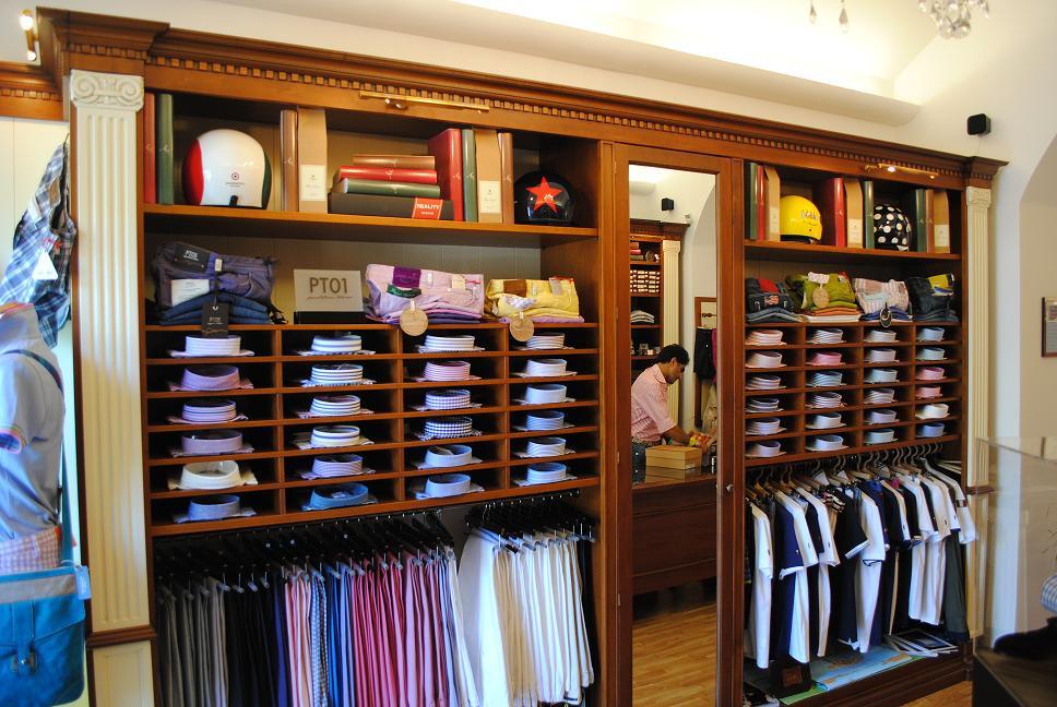 Arredo negozi in legno for Prisma arredo negozi