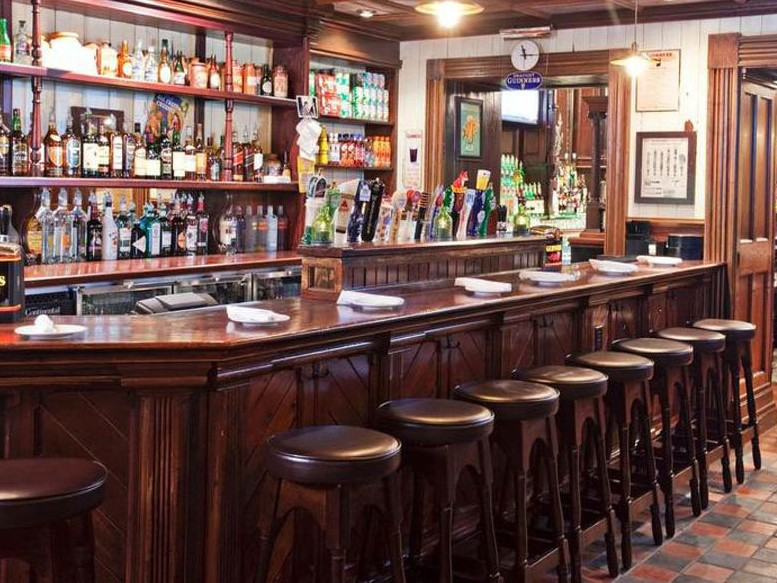 arredo bar classico in legno