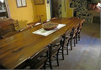 Tavoli per taverna su misura for Arredamenti rustici per taverne